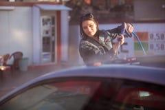 Wasauto bij de handzelfbediening van de autowas Stock Foto's