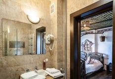 Wasbak in de badkamers Royalty-vrije Stock Foto's