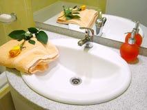 Wasbak en vloeibare zeep Royalty-vrije Stock Fotografie