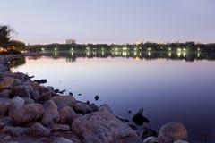 Wascana lake på natten royaltyfri fotografi