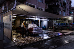 Waschanlage am Abend Stockfotos