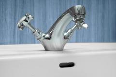 Waschbecken hergestellt vom Chrom Stockfoto