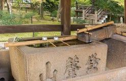 Waschbecken an Shinnyo-tun buddhistischer Tempel Stockfotografie