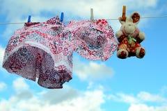 Waschen auf einer waschenden Zeile Stockfotografie