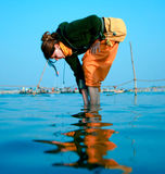 Waschen in heiligem Ganga Stockfotos