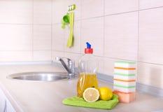 Waschende Ausrüstung des Tellers Lizenzfreie Stockbilder