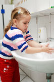 Waschende Hände Stockfoto