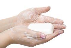 Waschende Hände getrennt auf Weiß stockbild