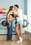 Waschende Wäschereikleidung lizenzfreies stockfoto
