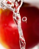 Waschender Apfel Stockfoto