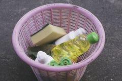 Waschender Korb des Tellers stockbild