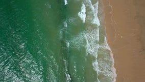 Waschender Sand des Spritzwassers stock footage
