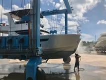 Waschendes Boot der Arbeitskräfte lizenzfreies stockbild