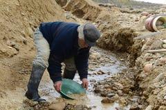 Waschendes Gold des Bergmannes in Tierra del Fuego Stockfotos