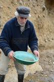 Waschendes Gold des Bergmannes in Tierra del Fuego Stockfoto