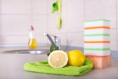 Waschendes Konzept des Tellers Stockfotos