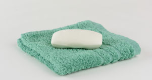 Waschlappen und Seife Stockbild