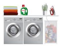 Waschmaschine in der modernen Waschküche Lizenzfreies Stockbild