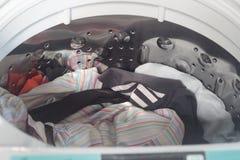 Waschmaschine mit offener Abdeckung Lizenzfreies Stockfoto