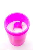 Waschpulver im rosafarbenen Kasten Stockfotografie