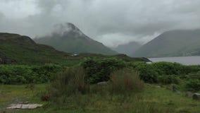 Wasdale dirige, Cumbria, día nublado triste BRITÁNICO almacen de metraje de vídeo