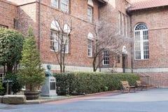 Waseda hoshien konwersatorium dom z statuą założyciel zdjęcie royalty free