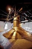 Washback de cobre velho da destilaria do uísque em Ireland fotos de stock royalty free