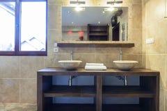Washbasins в современной ванной комнате Стоковое Изображение RF