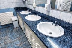 3 washbasins в туалете Стоковые Фото