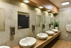 Washbasins общественного туалета Стоковое Изображение