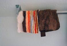 Washclothes auf Zahnstange Lizenzfreies Stockbild