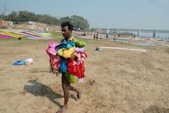 Washermen al fiume di Barakar in India Immagini Stock