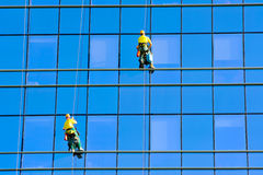 Washers wash the windows of modern skyscraper Royalty Free Stock Photos