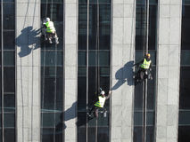 Washers wash the windows of modern skyscraper Royalty Free Stock Photography