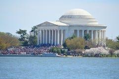 Washignton DC, Columbia, USA - April 11, 2015: Jefferson Memorial körsbärsröda blomningar Royaltyfri Fotografi