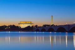 Washington, C.C. - monumentos que refletem no Rio Potomac Foto de Stock Royalty Free