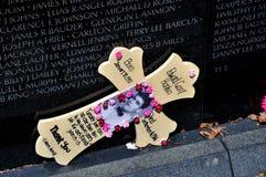 Washington, C.C.: Tributo ao soldado no memorial de guerra do vietname Fotografia de Stock