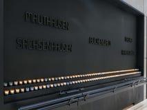 WASHINGTON, C.C, ETATS-UNIS - 10 SEPTEMBRE 2015 : bougies et plaque au nous musée commémoratif d'holocauste à Washington photographie stock