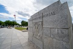 Washington, C.C - 10 mai 2019 : Signe pour le m?morial de la deuxi?me guerre mondiale sur le National Mall photos libres de droits