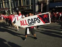 Washington Capitals Banner Twirler i i stadens centrum Washington DC Royaltyfri Bild