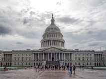 Washington DC, Περιοχή της Κολούμπια [Ηνωμένο ΗΠΑ Capitol κτήριο, σκιερός νεφελώδης καιρός πρίν βρέχει, faling σούρουπο στοκ φωτογραφίες