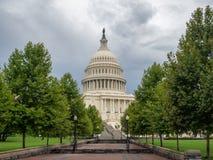 Washington DC, Bezirk Columbia [Kapitol-Gebäude Vereinigter Staaten US, schattiges wolkiges Wetter bevor dem Regnen, faling Dämme stockfotos