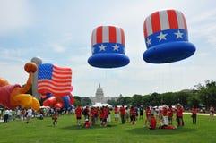 Washington, DC C - 4 LUGLIO 2017: i palloni giganti sono gonfiati per partecipazione cittadino festa dell'indipendenza parata al  Immagini Stock Libere da Diritti