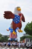 Washington, DC C - 4 LUGLIO 2017: i palloni giganti sono gonfiati per partecipazione cittadino festa dell'indipendenza parata al  Immagine Stock Libera da Diritti