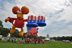 Washington, DC C - 4 LUGLIO 2017: i palloni giganti sono gonfiati per partecipazione cittadino festa dell'indipendenza parata al  Fotografia Stock