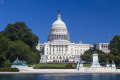 Washington DC, Capitólio dos E.U. que constrói em agosto durante o dia claro Imagem de Stock Royalty Free