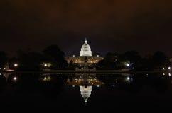 Washington DC - Capitolbyggnad och reflexion Arkivbild