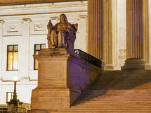 Washington DC de Capitol Hill de la estatua del Tribunal Supremo de los E.E.U.U. Imagen de archivo libre de regalías