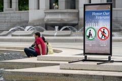 Washington, DC - 10 de mayo de 2019: Muestra en el monumento de la Segunda Guerra Mundial en el National Mall que recuerda a turi foto de archivo libre de regalías