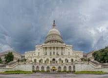 Washington DC, District de Columbia [bâtiment de capitol des Etats-Unis USA, temps nuageux louche avant de pleuvoir, crépuscule f image libre de droits